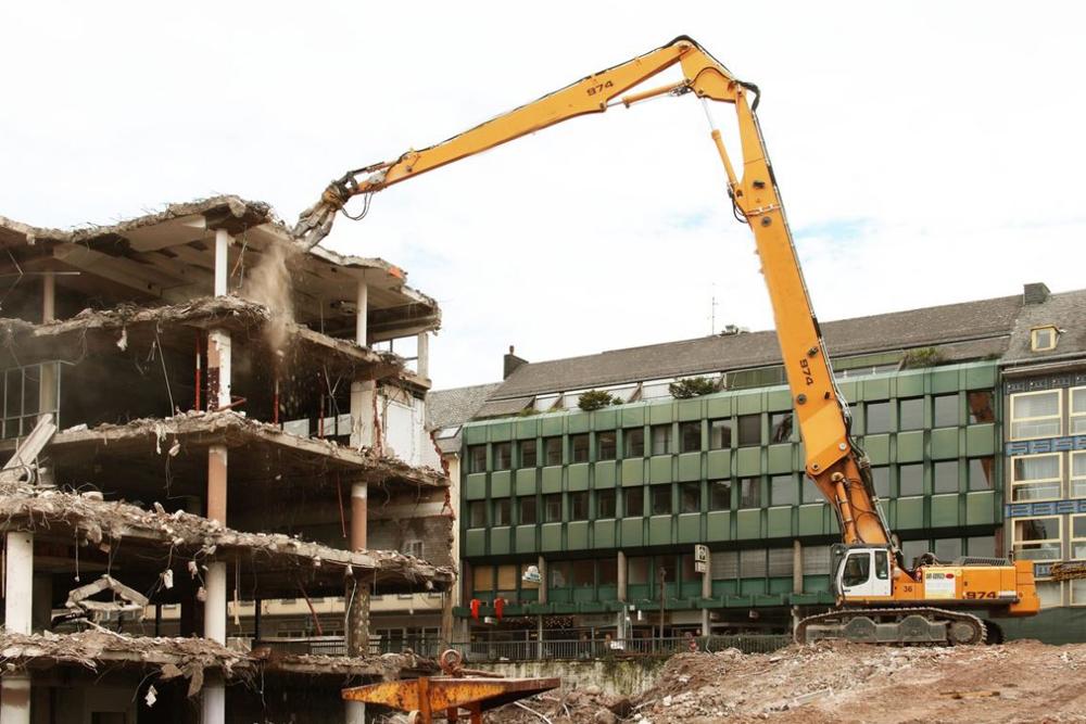 Liebherr R974c demolition equipment tearing down a parking garage