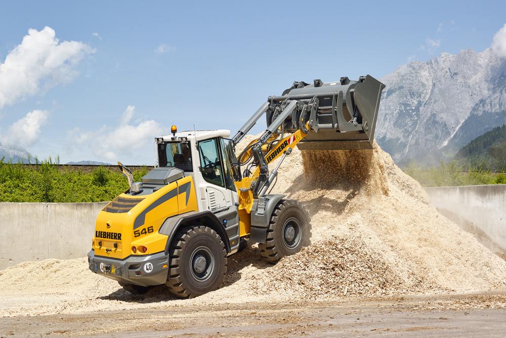 Liebherr L546 wheel loader working in wood chip pile